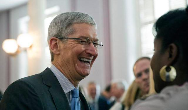 Ručak sa direktorom Applea dostigao cenu od 165.000 dolara