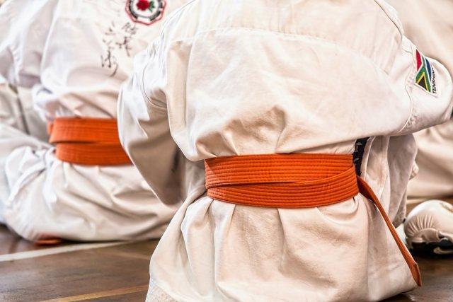 karate-kimono-pojas-PX