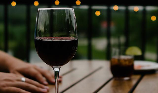 vino-pixabay.jpg