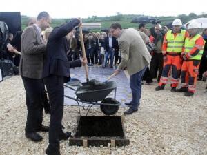 Vučić sa saradnicima - kamen temeljac za Ikeu