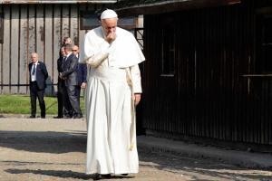 SLIKA DANA: Treći Papa koji je posetio Aušvic