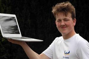 Ima 16 godina, radi od kuće i zarađuje 300.000 evra godišnje