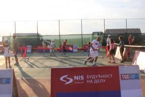 NIS otvorena škola tenisa posetila Gračanicu