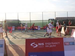 nIS-tenis