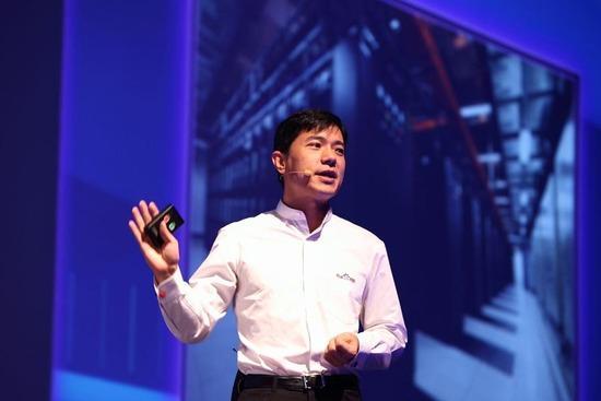 Robin Li: u avgustu 2016. godine se prema Forbsovoj listi nalazi na 90. mestu svetskih milijardera. U Kini Robin Li je na 4. mestu najbogatijih ljudi.