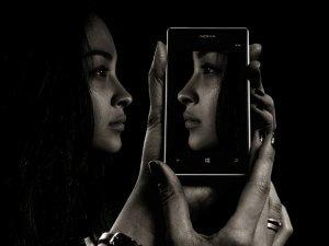 smartphone-mirror-truth