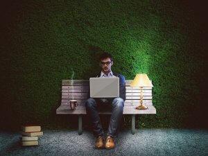 momak-posao-laptop