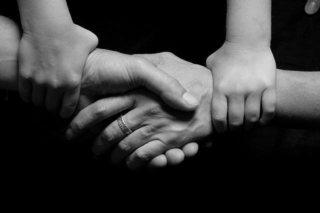 povezanost, ruke_pixabay