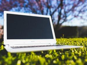 laptop-priroda