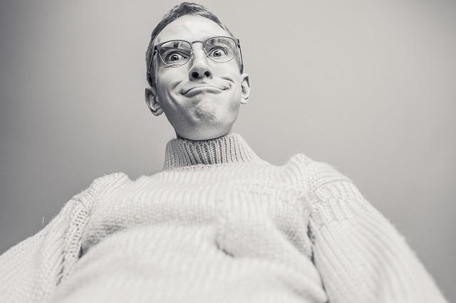 čovek, čudan, naočare_pixabay