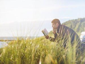 priroda-knjiga-covek-citanje-klupa