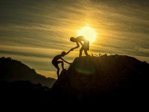 avantura, pomaganje, dečaci, penjanje, planina_pixabay