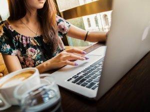 devojka-posao-laptop-PX