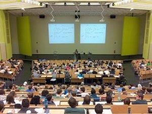 fakultet_amfiteatar_student_pix