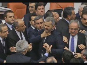 turski-parlament-tuca