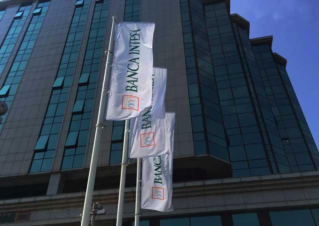 Banca-Intesa_foto