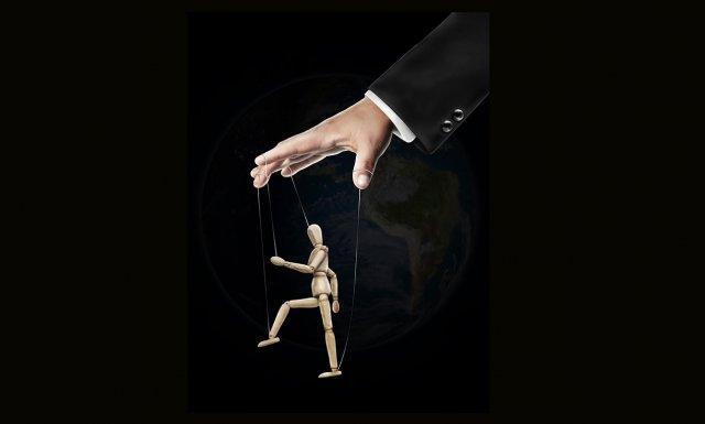 ruka-marioneta-diktator-manipulacija-tiranin-lutka-PX
