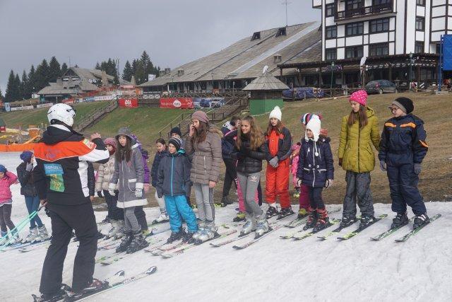 Zimovanje dece sa Kosova i Metohije na Kopaoniku (1)