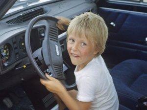 dete-kola-volan-voznja-PX