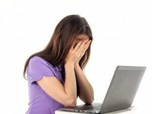 devojka-kompjuter-laptop-PX