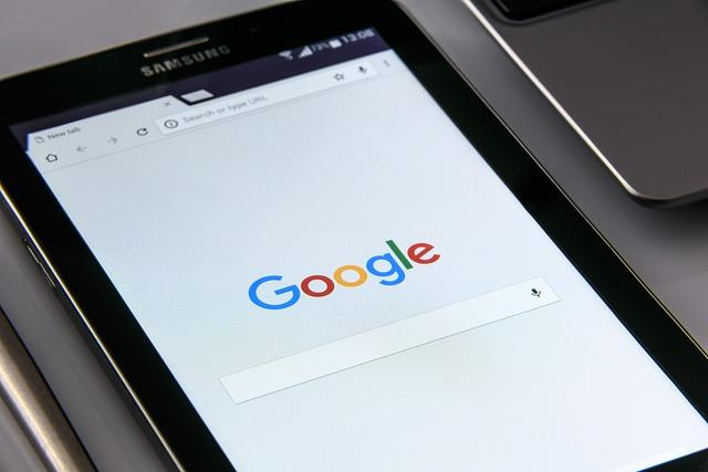 google-on-your-smartphone-1796337_640