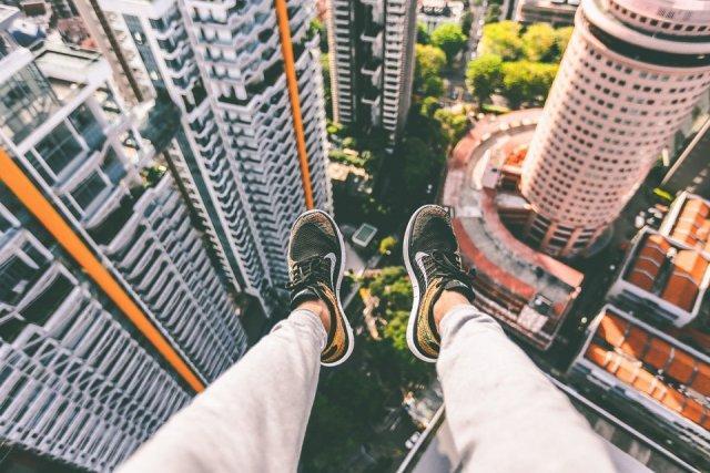noge-patike-visina-zgrada-grad-PX