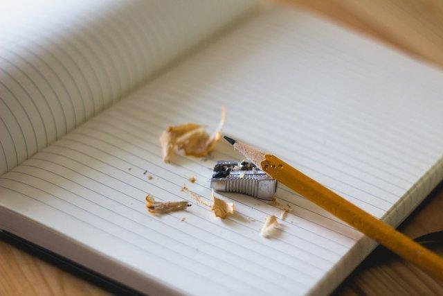 olovka-sveska-zarezac-pisanje-PX