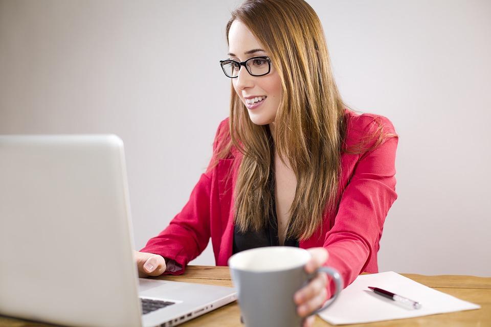 posao-devojka-kompjuter-rad-PX