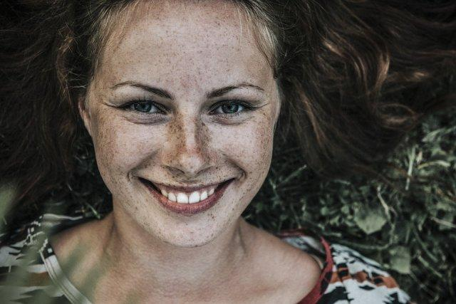 devojka-osmeh-pege-PX