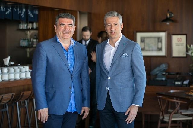 Dr Milan Mijović, medicinski direktor MediGroup i Dejan Pešić, generalni direktor MediGroup