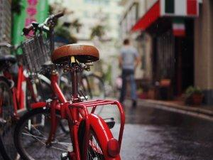 bicikl-crveno-kisa-PX