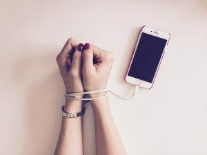 dana-ruke-telefon