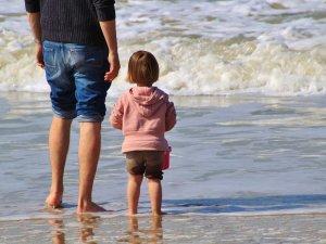 dete-otac-more-devojcica-PX