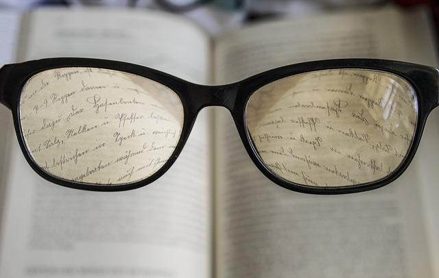 naočare, knjiga, pamet_pixabay