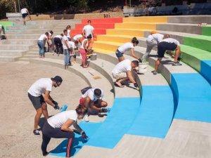 Volonteri-Direct-Media-farbaju-rekonstruisani-amfiteatar
