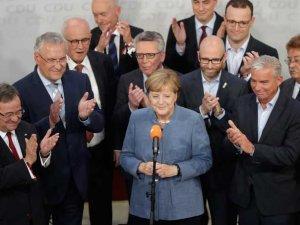 Merkel_BetaAP_Matthias_Schrader